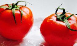 Zwei große Tomaten