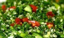 Salat mit Tomaten und Gurken