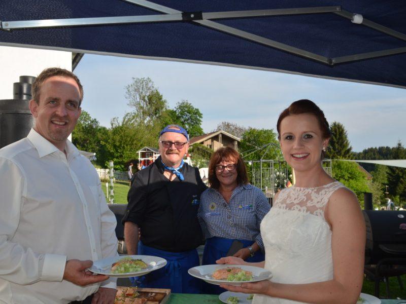 Hochzeitspaar mit Catering