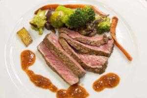 Gemüse und gegrilltes Beef